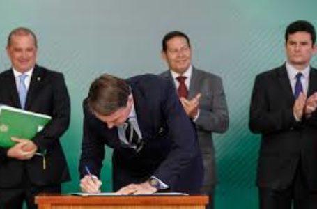 Bolsonaro assina decreto que regulamenta Estatuto do Desarmamento e posse de arma
