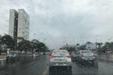 Após semana de forte calor, DF volta a registrar chuva