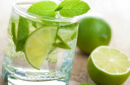 Como fazer a dieta da água com limão para emagrecer
