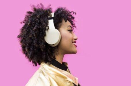 Pesquisa: o que os brasileiros escutam na quarentena para melhorar o humor