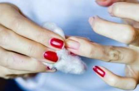 7 truques para remover o esmalte das unhas sem usar acetona