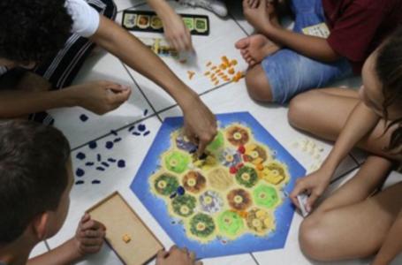 Confira uma lista de jogos lúdicos e divertidos para brincar com a criançada