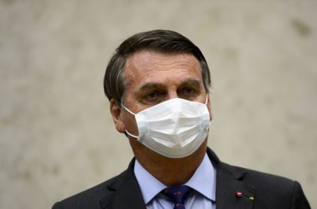 Bolsonaro chega a hospital para passar por cirurgia