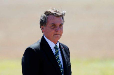 Bolsonaro veta parcialmente anistia a igrejas, mas defende que Congresso derrube veto