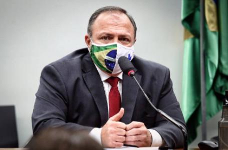 Após 3 meses, Bolsonaro efetiva Pazuello como ministro da Saúde