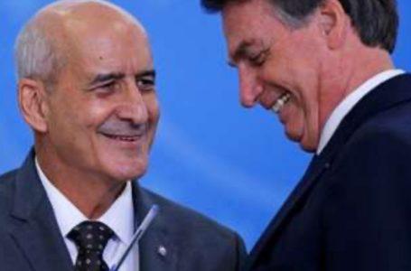 Bolsonaro deixa o Alvorada e faz passeio de moto com Ramos