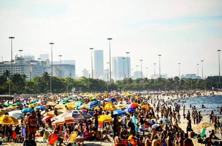 Brasil ainda está longe de superar 1ª onda da covid-19, segundo analistas