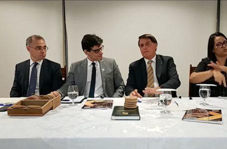 Bolsonaro pede que países ajudem a combater comércio ilegal de madeira