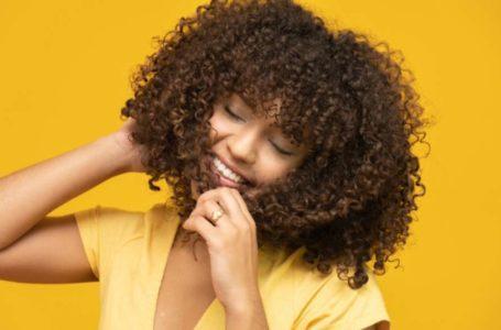 Transição capilar: dicas para recuperar os cachos sem estresse