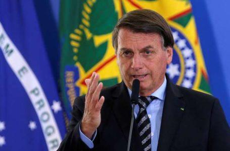 Bolsonaro deixa Alvorada para fazer passeio de moto em Brasília