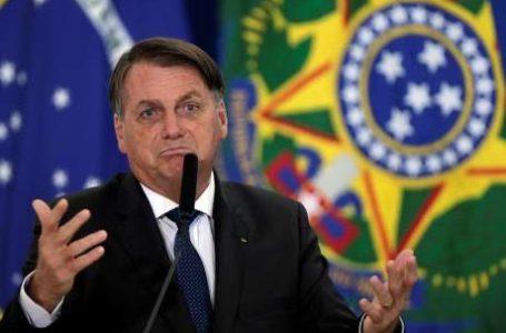 Bolsonaro diz que laboratórios precisam correr atrás de registros de vacinas para vender ao Brasil