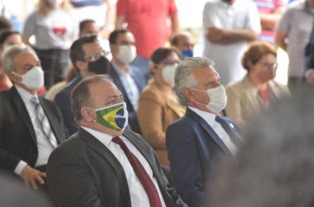 """"""" Solução será vacina registrada, segura e distribuída para toda população brasileira"""", confirma ministro Pazuello sobre Plano Nacional de Imunização, em Goiânia"""