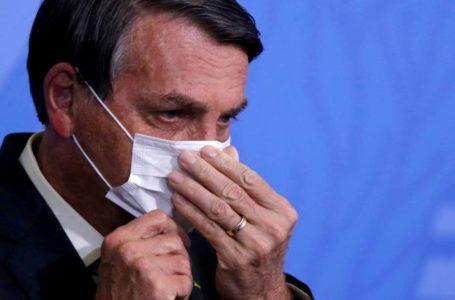 Bolsonaro muda o tom e defende vacinas em prol da economia