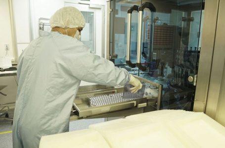 Fiocruz entrega vacinas contra covid-19 produzidas no Brasil