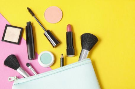 Entenda mais sobre os perigos ao usar maquiagens guardadas há muito tempo