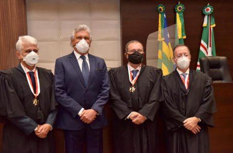 """Caiado cita """"convergência entre poderes"""" durante posse de novos desembargadores do Tribunal de Justiça do Estado de Goiás"""