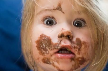 Conheça os sintomas e o que fazer na intoxicação por chocolate