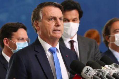 Bolsonaro dará posse a sete ministros nesta terça-feira