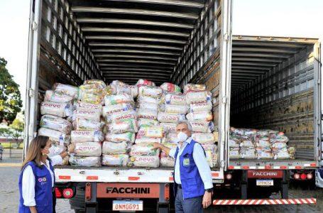 Governador Ronaldo Caiado e primeira-dama, Gracinha Caiado, iniciam distribuição de 250 mil cestas básicas