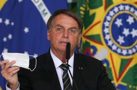 Jair Bolsonaro pede parecer para desobrigar uso de máscara por vacinados