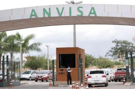 Anvisa pede alteração de bula de vacinas Janssen e da AstraZeneca para incluir evento adverso