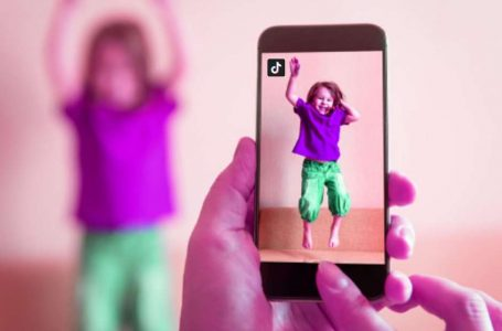 12 ideias de vídeos de TikTok para fazer com as crianças nas férias