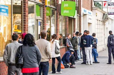 Pedidos de auxílio-desemprego aumentam em 51 mil; total é de 419 mil