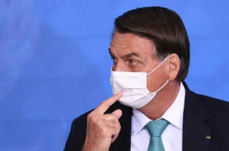 'Se eu estivesse coordenando a pandemia, menos morreriam', diz Bolsonaro