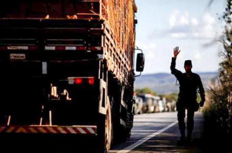 Greve dos caminhoneiros: entidades sinalizam novos protestos