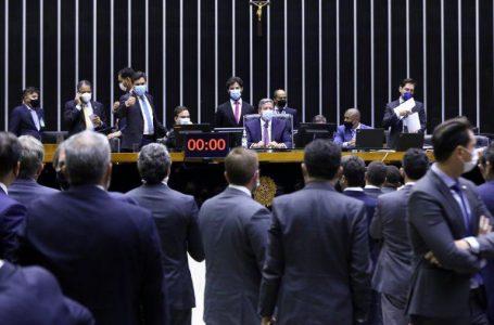 Deputados aprovam a volta da coligação e rejeitam distritão