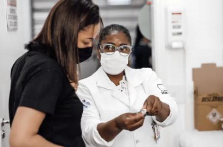 Brasil chega a 28,3% da população com vacinação completa contra covid-19