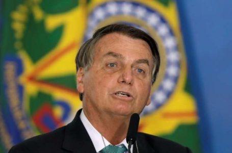 Bolsonaro confirma candidatura e nega demissão de Guedes