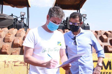 Dr. Lucas assina ordem de serviço para pavimentar mais seis ruas do Setor Coimbra em Águas Lindas