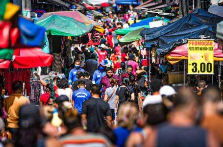 Taxa de transmissão de covid-19 no Brasil é a menor em 10 meses