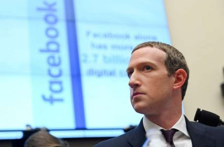 Zuckerberg se desculpa por apagão e rebate acusações
