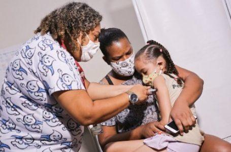 10,6 mil crianças e adolescentes foram aos pontos de vacinação