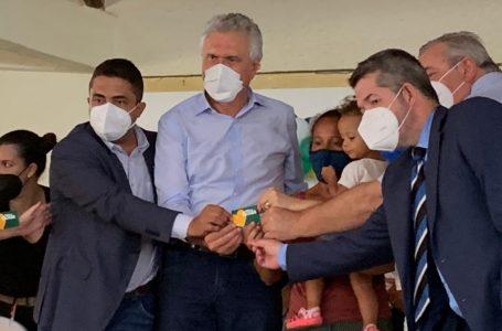 Ronaldo Caiado lança programa que vai atender 30 mil mães em situação de vulnerabilidade na região do Entorno