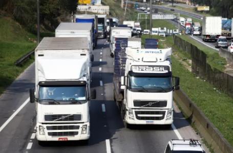 Caminhoneiros prometem greve nacional se governo não atender pedidos