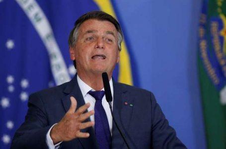 Bolsonaro diz que define esta semana extensão do auxílio emergencial e preço do diesel